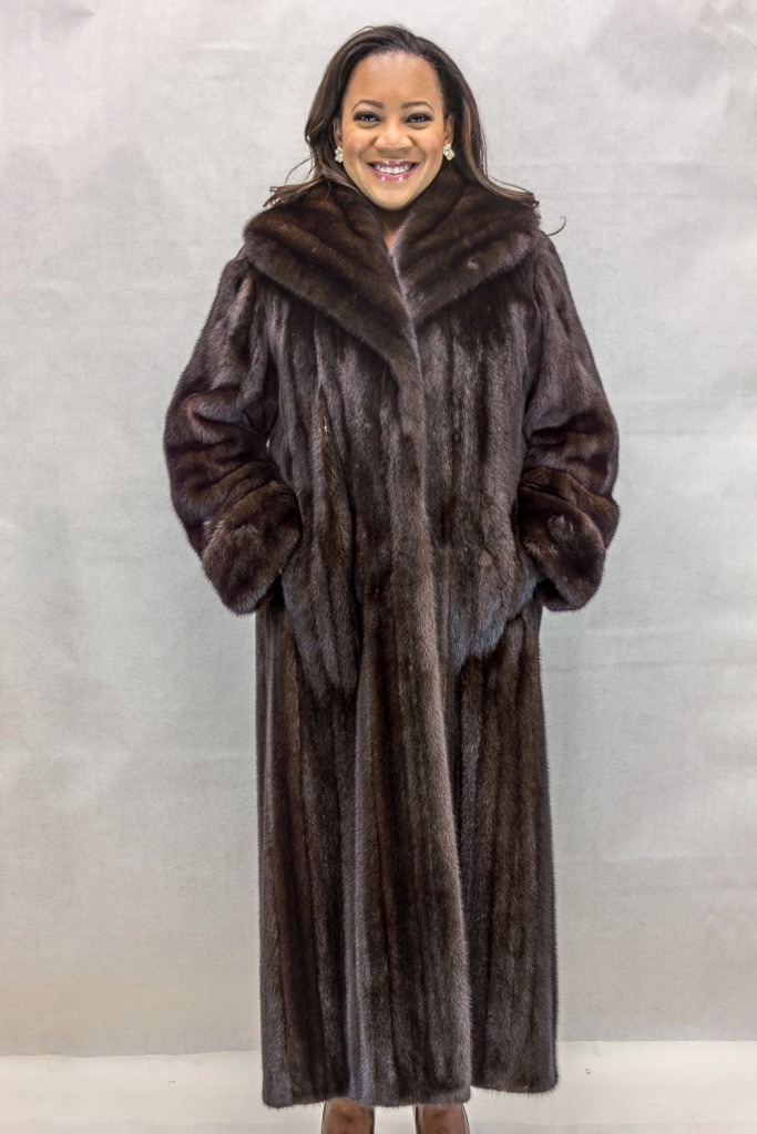 W40 natural dark lunaraine letout fmeale mink 52 coat with large cape collar design2