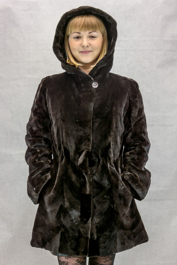W47 brown sheared mink 32 sections parka with drawstring at wasitline reverses to brown taffeta silk4