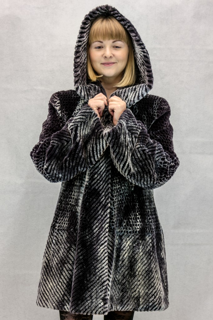 W60 charcoal snow top 32 sheared beaver parka with laser grooving detail2