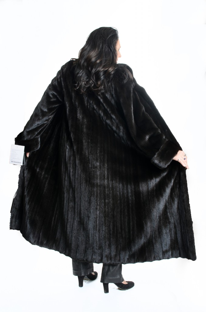 natural 52 american legend Blackglama ranch letout female mink classic coat with shawl collar and band cuffs2