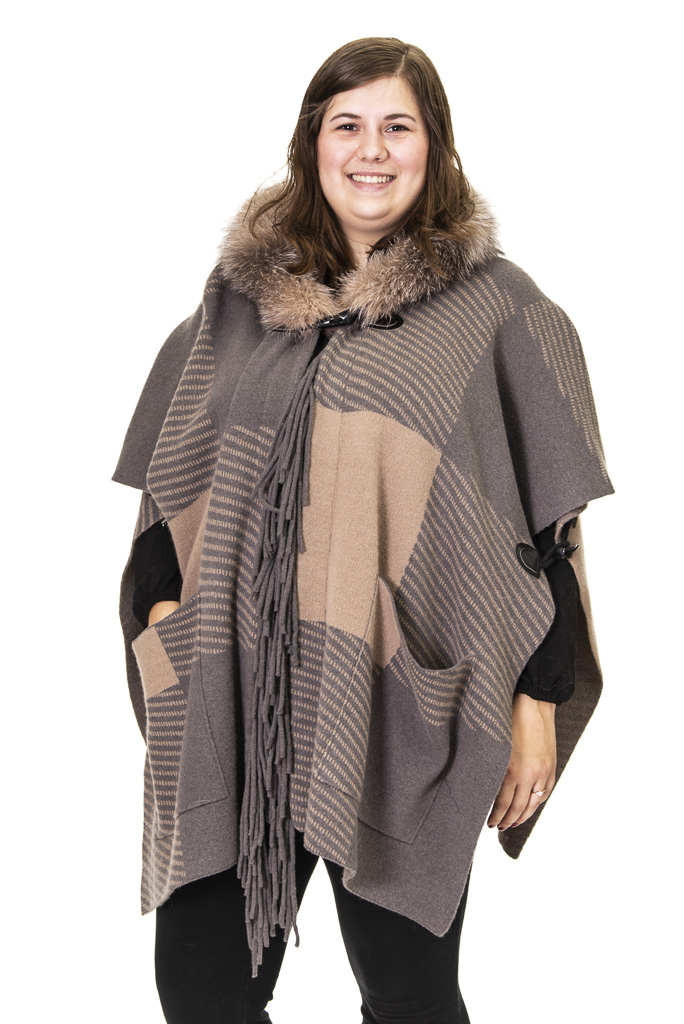 3 2 Cape Ugent Furs